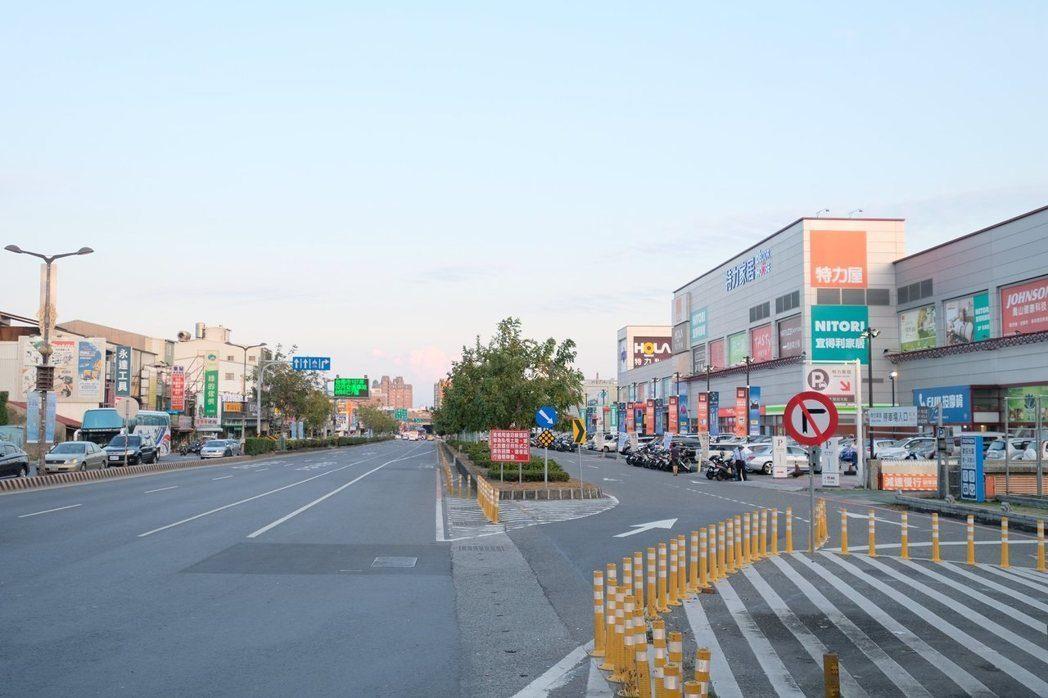 鄰近仁德交流道、捷運及轉運站開發案,交通優勢讓台南東區呈現高保值。|台南建設公司連建建設
